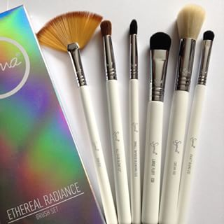 Sigma beauty Ethereal Radiance Brush set ประกอบด้วยแปรง6ด้าม ด้ามจับเป็นสีขาวหรู