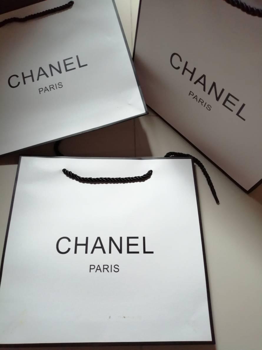 ถุงกระดาษลายแบรนด์  chanel ใบขนาด 9 นิ้ว ใส่เครื่องสำอางค์ใส่ของขวัญสวยๆ