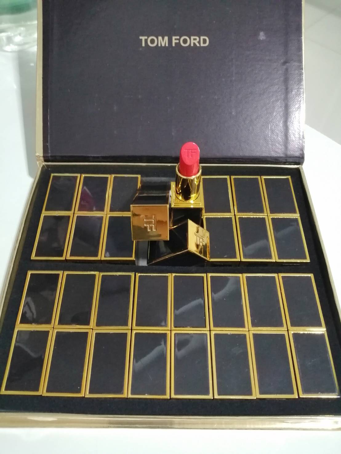 TOM FORD BEAUTY Lip Color  16psc.ลิปปอกคลาสสิคคละสีในแพคกล่องของขวัญรับปีใหม่
