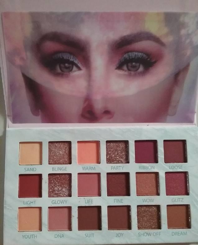 อายแชโดว์ HUDA MEGANE eyeshadow Palette   18 เฉดสี ใช้ได้ทุกสีทุกวันเลย 1