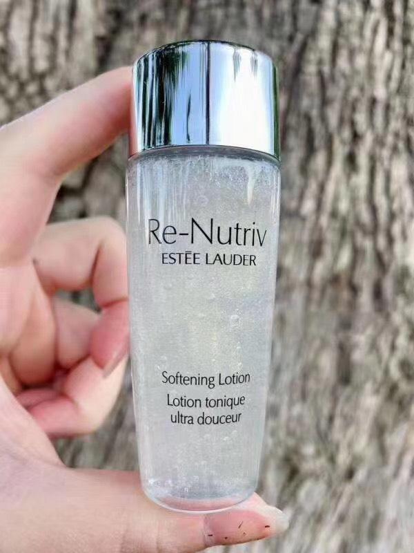 ESTEE LAUDER Re-Nutriv Softening Lotion 30ml (No Box). ปรนเปรอผิวให้แลดูสุขภาพดี เรียบเนียน นุ่มนวล