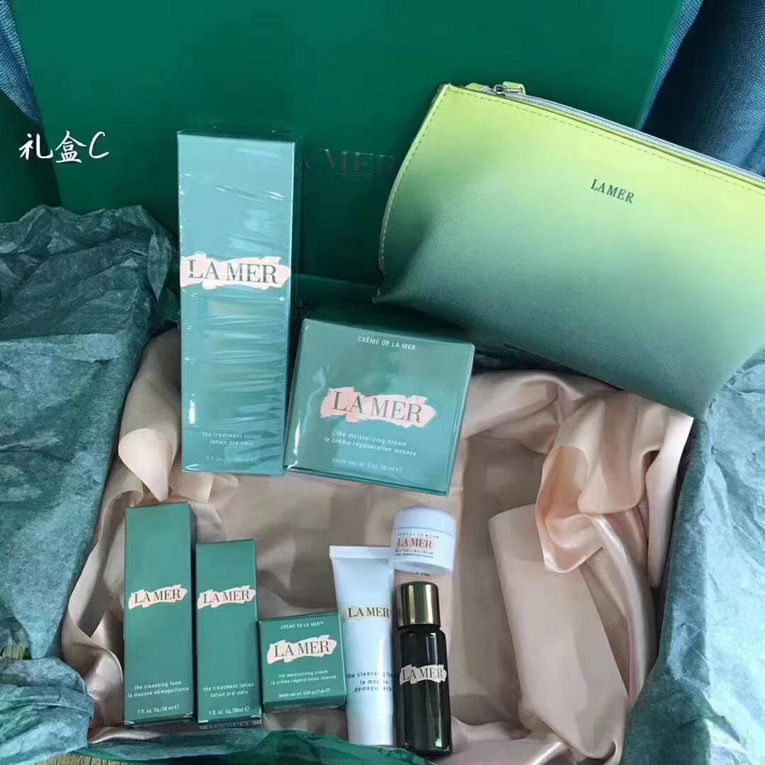 La mer The Hydrating Essentials Collection ชุดฟื้นฟูบำรุงผิวพิเศษ 5 ชิ้นพร้อมกระเป๋าในกล่องของขวัญ