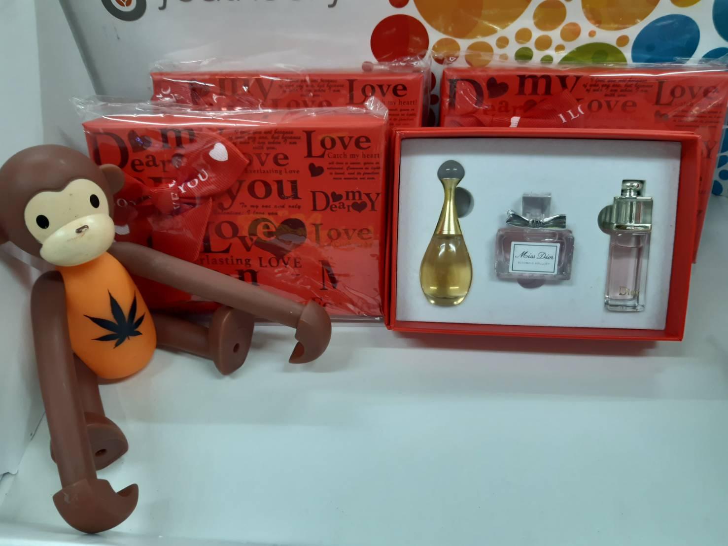 น้ำหอมเทสเตอร์หัวแต้มสำหรับผู้หญิง Gift Set Dior Perfume For Women 5ml.x3 ชิ้น แพคกล่องของขวัญสวยหรู