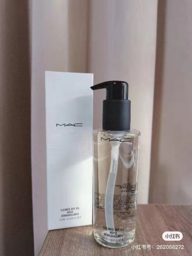 MAC Cleanse Off Oil 150ml คลีนซิ่งออยล์ ช่วยทำความสะอาดให้เครื่องสำอางรวมทั้งมาสคาร่าคลายตัว ทำให้ล้