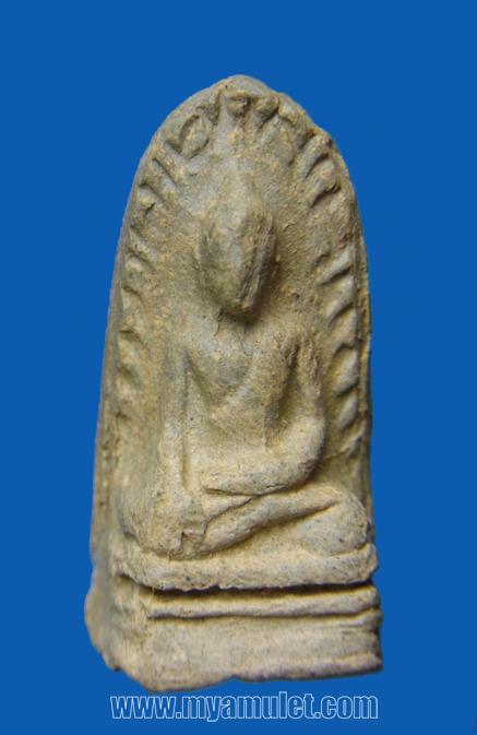 พระรอด วัดพระสิงห์ เชียงใหม่ เนื้อเขียวคราบเหลือง ปี 2496
