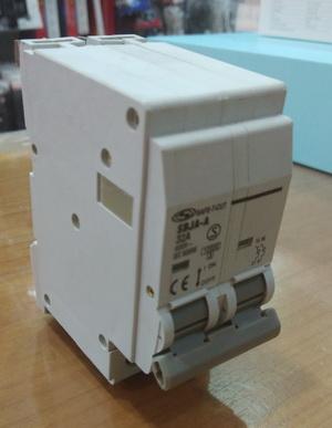 เบรคเกอร์ เมนส์ 2P 16A 2สาย 10KA สีขาว ยี่ห้อเซฟทีคัท