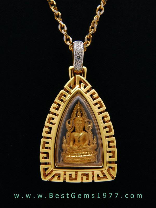 M784-2726 พระพุทธชินราชทองแท้ รุ่นมหาจักรพรรดิ 2555 ในกรอบทองฉลุลายจีน