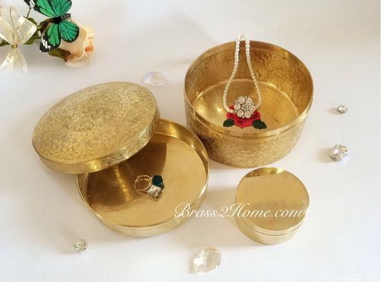 ตลับทอง แกะลายไทยโบราณ ขนาด 5 นิ้ว แถมฟรี!! ตลับทอง ขนาด 2 นิ้วครึ่ง 1 ใบ