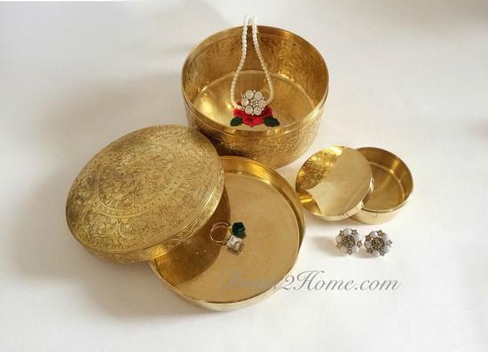 ตลับทอง แกะลายไทยโบราณ ขนาด 5 นิ้ว แถมฟรี!! ตลับทอง ขนาด 2 นิ้วครึ่ง 1 ใบ 1