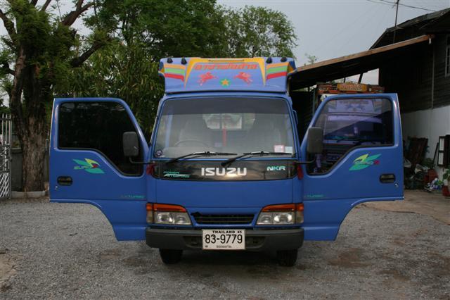 รถบรรทุก 4 ล้อ ยี่ห้อ isuzu รุ่นELF NKR
