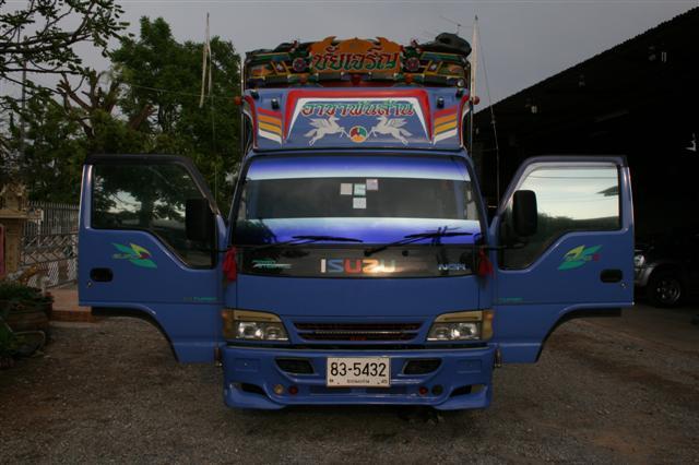 รถบรรทุก 6 ล้อ isuzu รุ่น NPR คอกมีเนียม