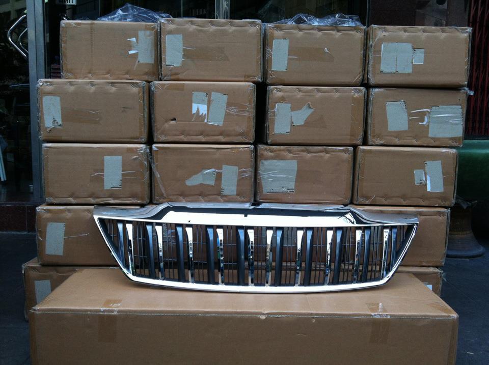 หน้ากระจังพลาสติกสีโครเมี่ยม ทรง Prado สำหรับ Toyota Fortuner 2012