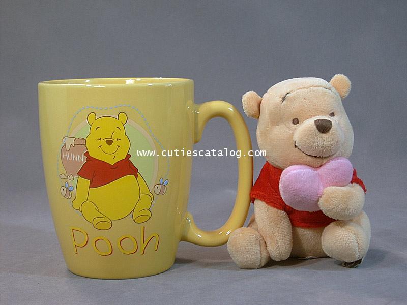แก้วหมีพูห์ พร้อมตุ๊กตาหมีพูห์ ถือหัวใจ(Pooh mug with Pooh doll)