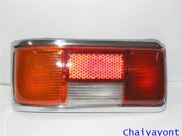 ไฟท้ายซ้ายทั้งดวงแบบเรียบของรถเบนซ์ Mercedes-Benz Classic W114 W115 220/8