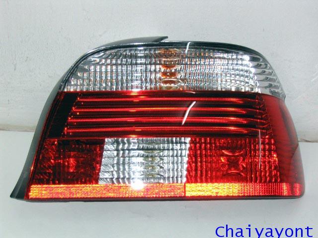 ไฟท้ายขวาชุดแต่งสีขาว-แดง รุ่นตราเพชร สำหรับรถ BMW E39 Series 5