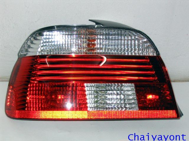 ไฟท้ายซ้ายชุดแต่งสีขาว-แดง รุ่นตราเพชร สำหรับรถ BMW E39 Series 5