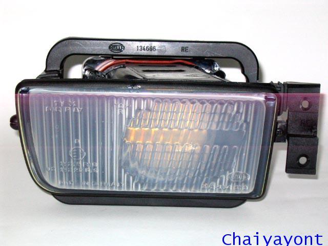ชุดแต่งไฟตัดหมอก ไฟสปอตไลท์ Hella Spot Light ขวารถบีเอ็มดับบลิว BMW E34 518i 525i 528i Series 5