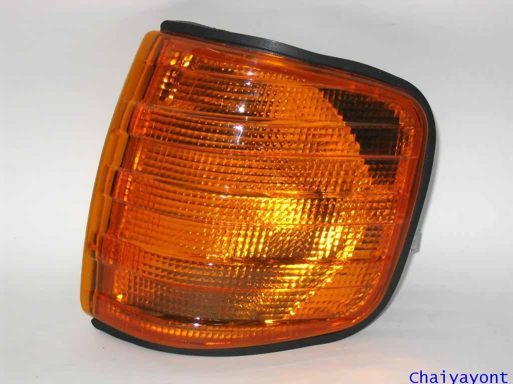 ไฟเลี้ยวซ้ายสีส้ม Mercedes - Benz W126 280S S-Class