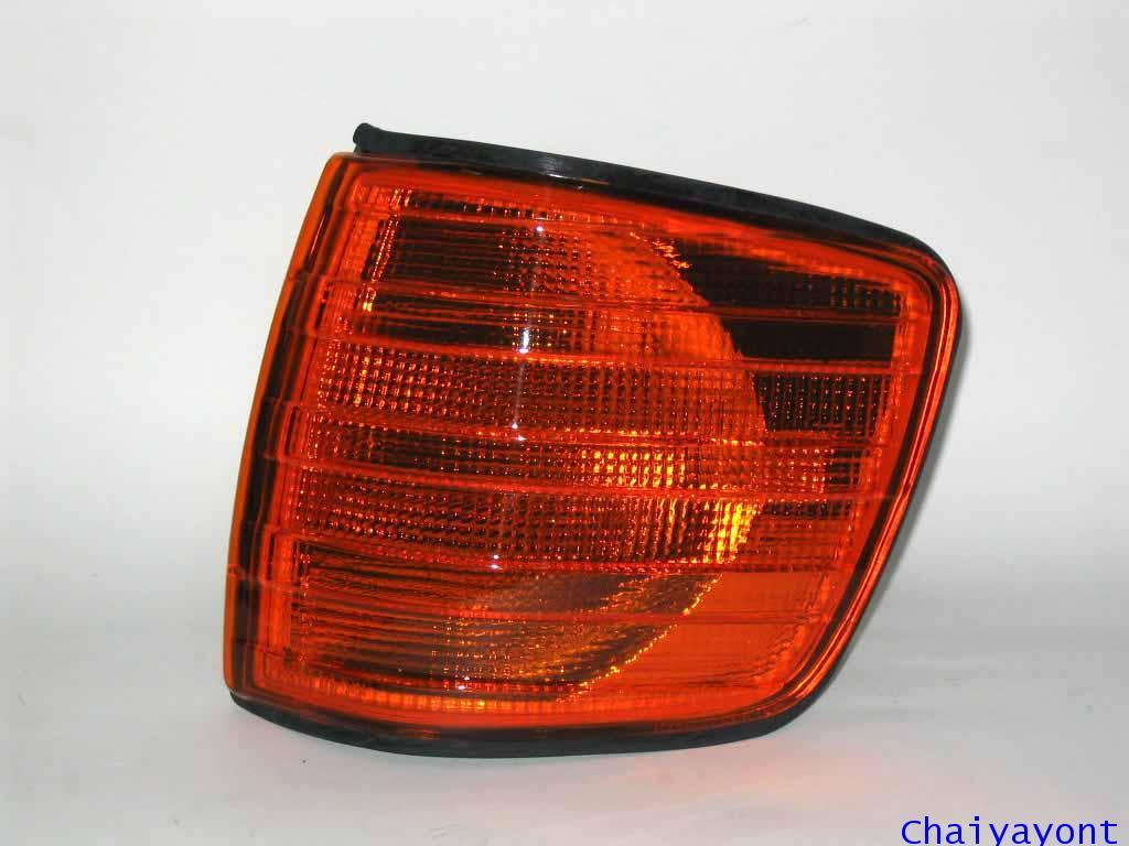 ไฟเลี้ยวซ้ายสีส้มรถเบนซ์ Mercedes - Benz W126 500SEC 2 ประตู