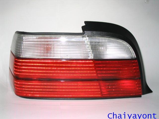 ไฟท้ายซ้ายชุดแต่งสีขาว-แดง รุ่นตราเพชร สำหรับรถ BMW Coupe E36 325i Series 3