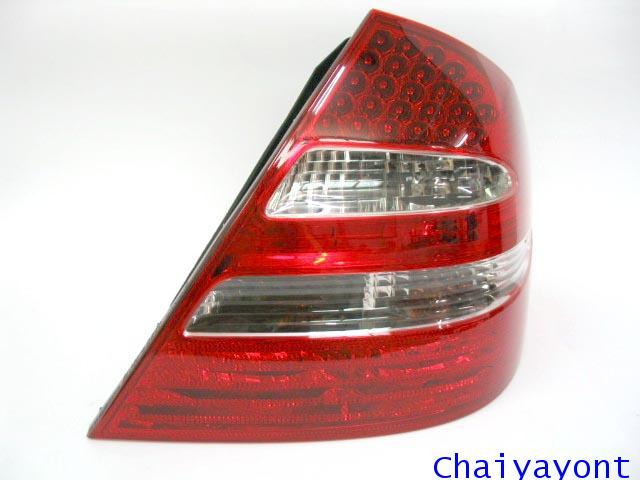 ชุดแต่งฝาไฟท้ายตาเพชรด้านขวารถเบนซ์ LED Mercedes - Benz W211 E240 New-Eye