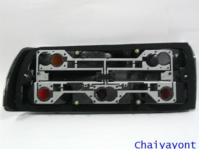ไฟท้ายทั้งดวงด้านขวารถบีเอ็มโบราณคลาสสิค Classic  Auto Vintage BMW 518i 520i 525i E28 3