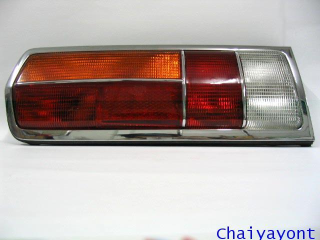 ไฟท้ายทั้งดวงด้านซ้ายรถบีเอ็มโบราณคลาสสิค Classic Auto Vintage BMW 2500 2800 2800BAV 3.0L 3.0S 3.3S