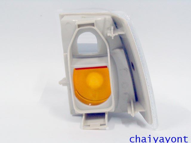 ไฟเลี้ยวด้านขวาสีขาวไฟส้มรถวอลโว่ Volvo 850 4