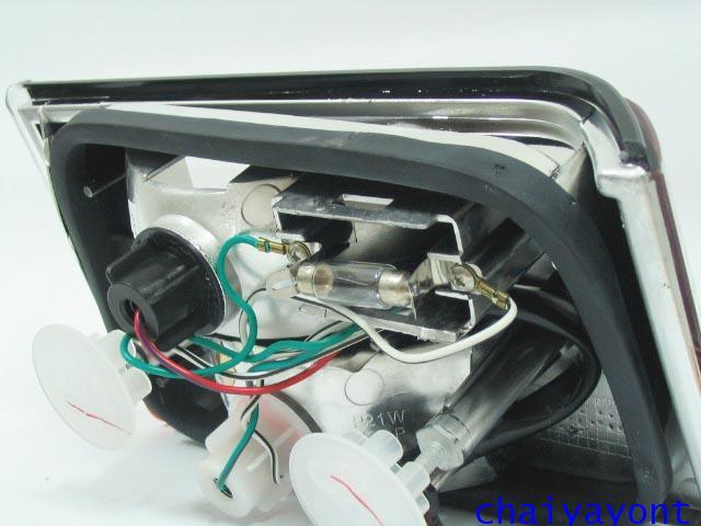 ชุดแต่งทับทิมไฟท้ายเพชร คริสตัล ขาว-แดง ด้านขวา รถบีเอ็มดับบลิว BMW E34 518i 520i 525i 530i M43 M50 13