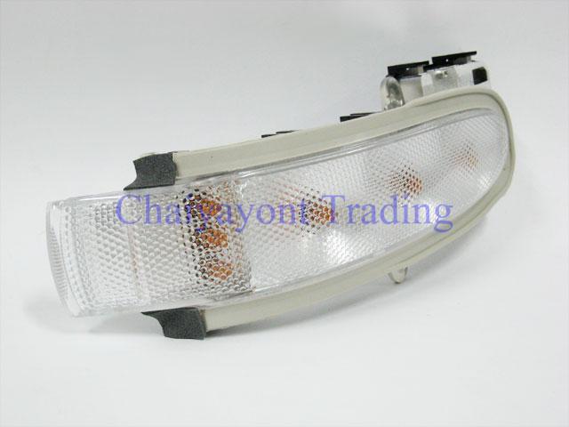ไฟเลี้ยวกระจกมองข้างซ้าย ไฟหรี่มองข้าง รถเบนซ์ Mercedes-Benz W203 C180 C200 C220 CDI Kompressor