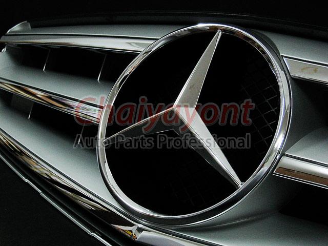 ประดับยนต์ชุดแต่งรถกระจังหน้าสปอร์ตสีเทารถเบนซ์ W204 รุ่น Avantgarde C200 C220 C320 C180 C230 7