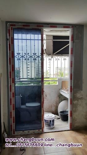 ประตูกระจกบานเลื่อนล้อล่าง