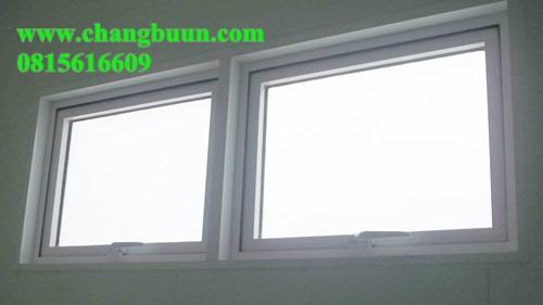 หน้าต่างบานกระทุ้ง