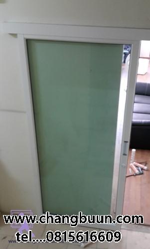 ประตูกระจกบานเลื่อนล้อบน
