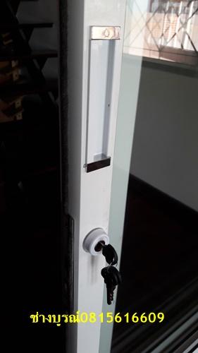 ประตูบานเลื่อนซ้อนล้อบน