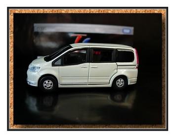 Tomica Limited 096 Nissan Serena