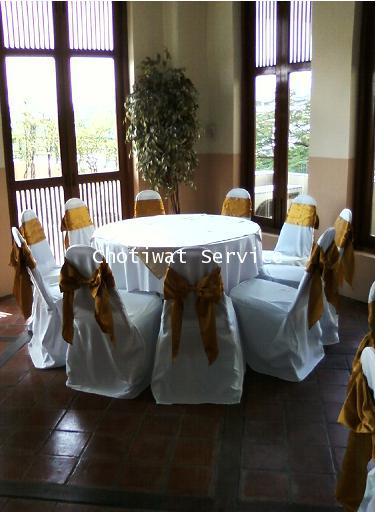 ให้เช่าโต๊ะจีน เช่าโต๊ะจีน แบบ VIP  เก้าอี้เบาะคลุมผ้า โบว์ทอง 6