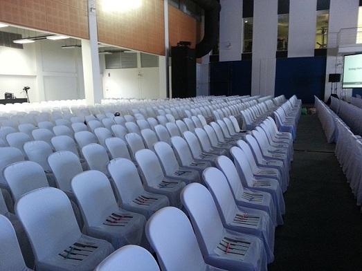 เช่าเก้าอี้ พลาสติกสีขาว คลุมผ้า - ไม่คลุมผ้า ให้เช่าเก้าอี้พลาสติก 7