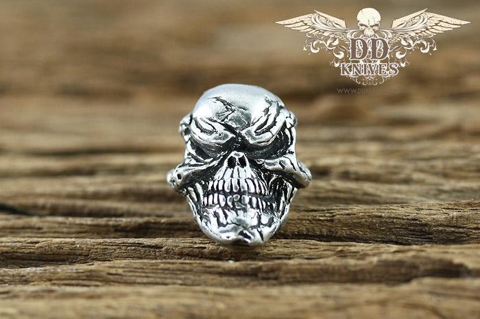 หัวกระโหลกสำหรับแต่ง Lanyard Schmuckatelli Grins Skull Bead, Pewter (GP)
