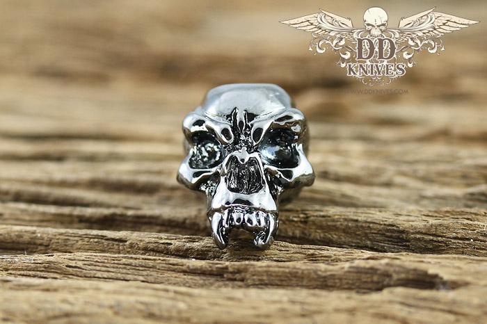 หัวกระโหลกสำหรับแต่ง Lanyard Schmuckatelli Fang Skull Bead, Hematite Plated (FH)