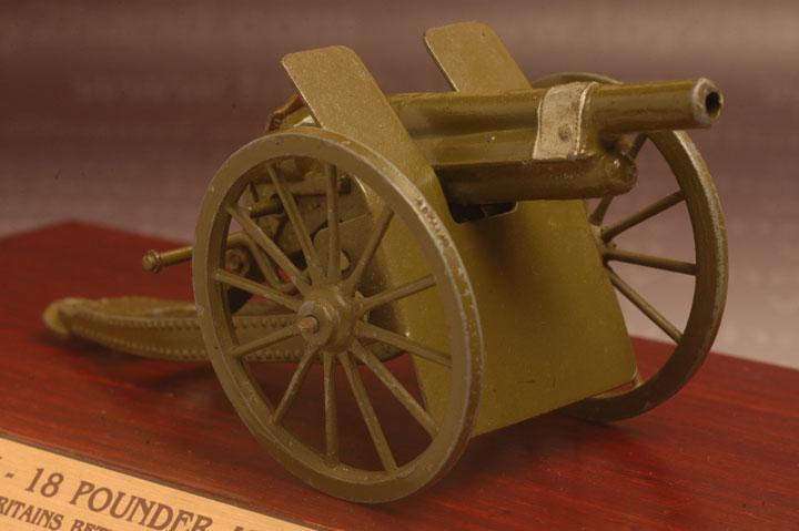 ปืนใหญ่ Britains No.1201 – 18 Pounder Artillery Gun (Royal and US. Army) 1