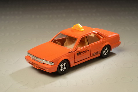 รถเหล็ก Tomica No.13 Nissan Cedric 4 Doors H.T. Taxi