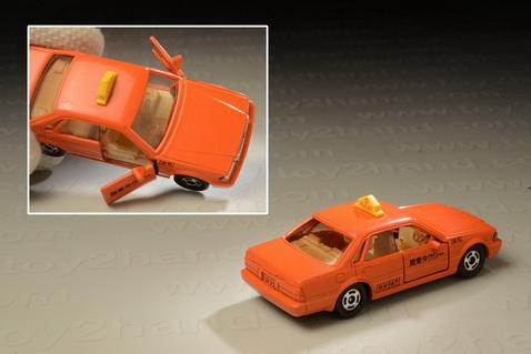 รถเหล็ก Tomica No.13 Nissan Cedric 4 Doors H.T. Taxi 1