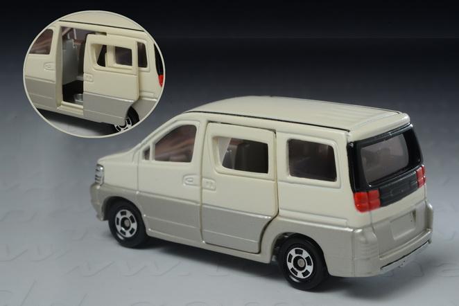Nissan Elgrand 1