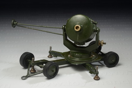Searchlight Mobile, Britains no.1718, Made in England between 1946-1962, 13.5 cm.long 1