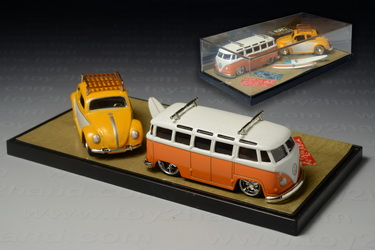 1962 VW Microbus and 1959 VW Beetle, Jada Snap Shots no.15024w1, Made in China by Jada Toys Inc.arou