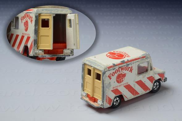 รถเหล็ก Tomica No.27 Isuzu Hipac Van (Foot Work) 1