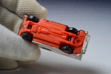 รถเหล็ก Tomica No.27 Isuzu Hipac Van (Foot Work) 2