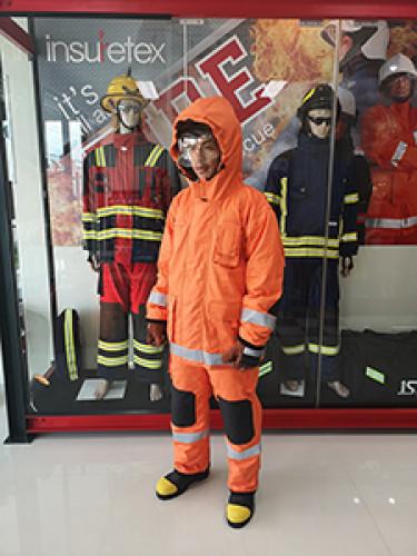 ชุดดับเพลิง  Fire Breaker ชุดดับเพลิง 3 ชั้น แบบมีผ้าคลุมหมวกดับเพลิง ยี่ห้อ IST