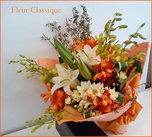 ช่อดอกไม้ผสมขาวส้ม (bouquet) 1